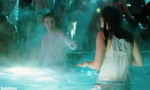 See_Hunger_Games_star_Sam_Claflin_back_in_the_water_for_upcoming_rom_com_Love__Rosie