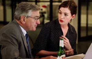 robert-de-niro-works-for-anne-hathaway-in-the-intern